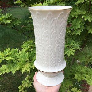 """Lenox 9.5"""" Ivory Leaf Pattern 24K Gold Trim Vase"""